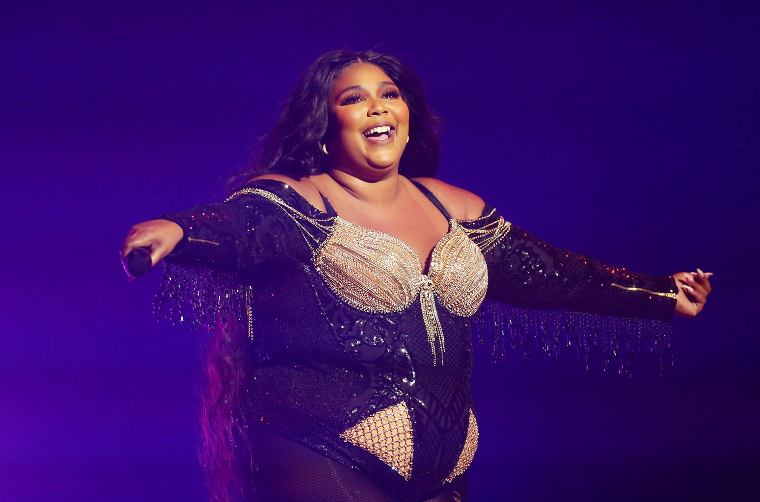Lizzo Asks Fans to Stay Six Feet Away Due to Delta Variant